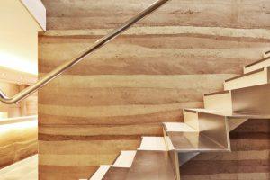 vidal-sassoon-stair-wall-detail-rammed-earth